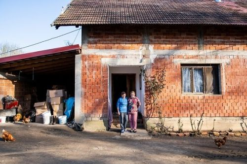 Mirela and her mother Đurđa in front of their old house